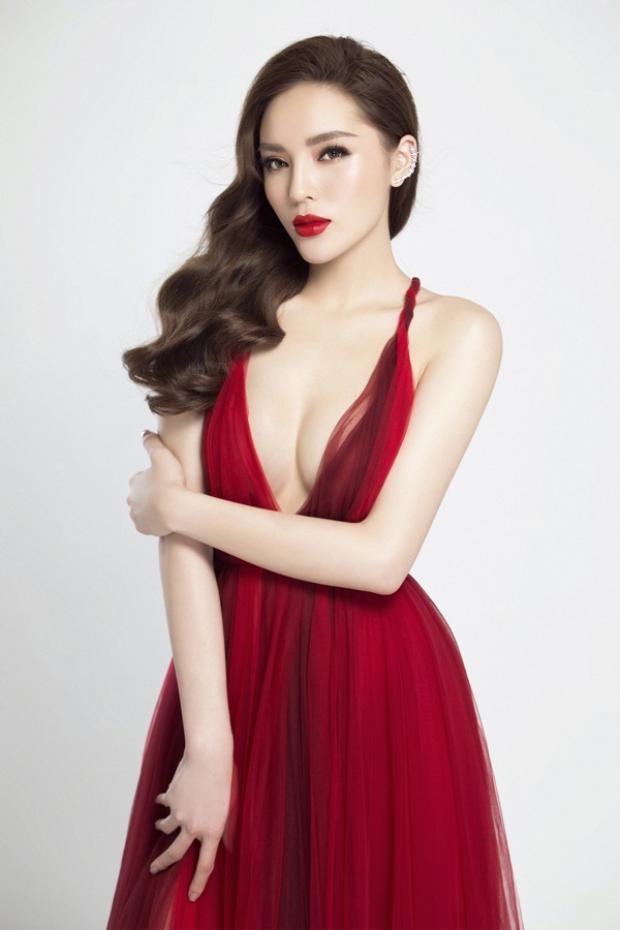 Nếu Hương Giang mang lại vẻ đẹp đằm thắm, thì đổi lại Kỳ Duyên như một đóa hồng gai vừa sắc sảo vừa quyến rũ mê hoặc lòng người.