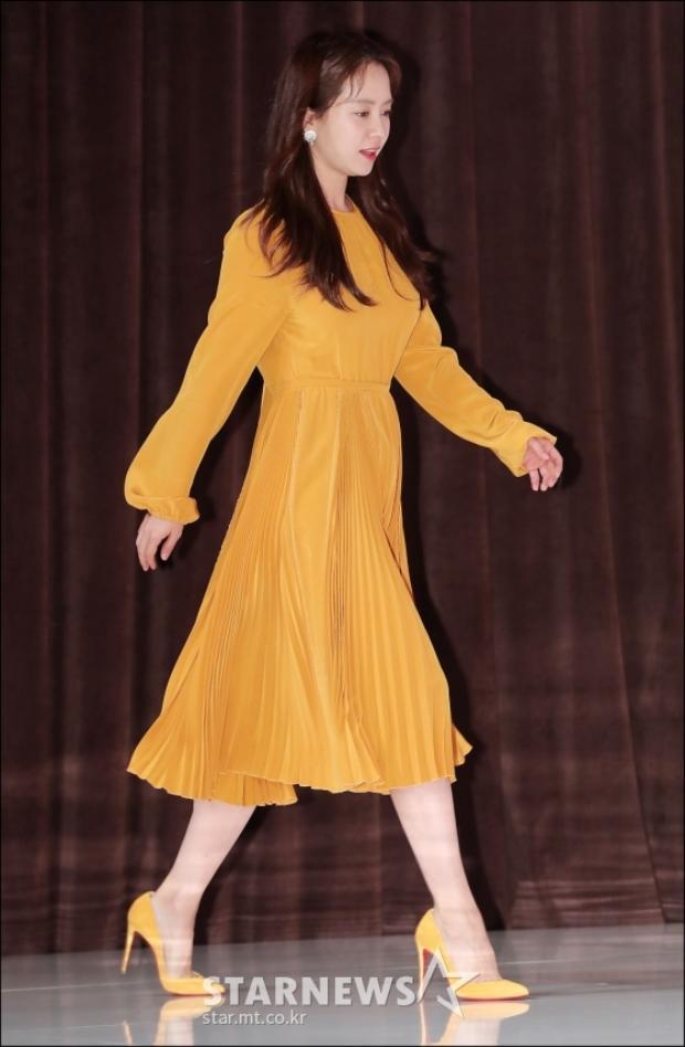 Họp báo Lovely Horribly: Eunjung khoe đường cong gợi cảm, Song Ji Hyo tình tứ ôm ấp Choi Yeo Jin