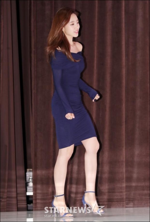 Ham Eunjung khoe đường vóc dáng chuẩn đẹp.