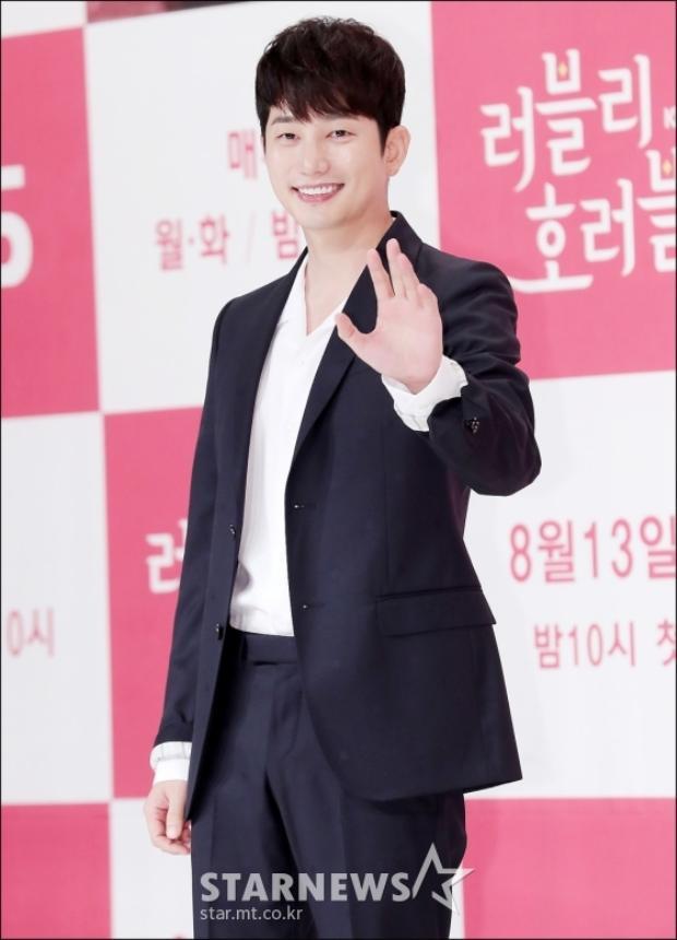 Diễn viên Park Shi Hoo.