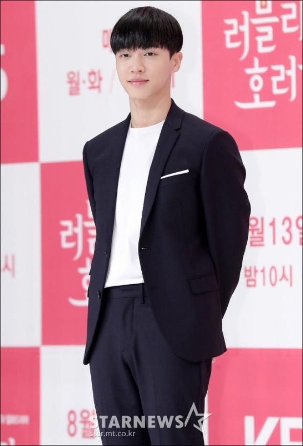 Chàng ca sĩ thần tượng điển trai, đáng yêu Lee Kikwang.