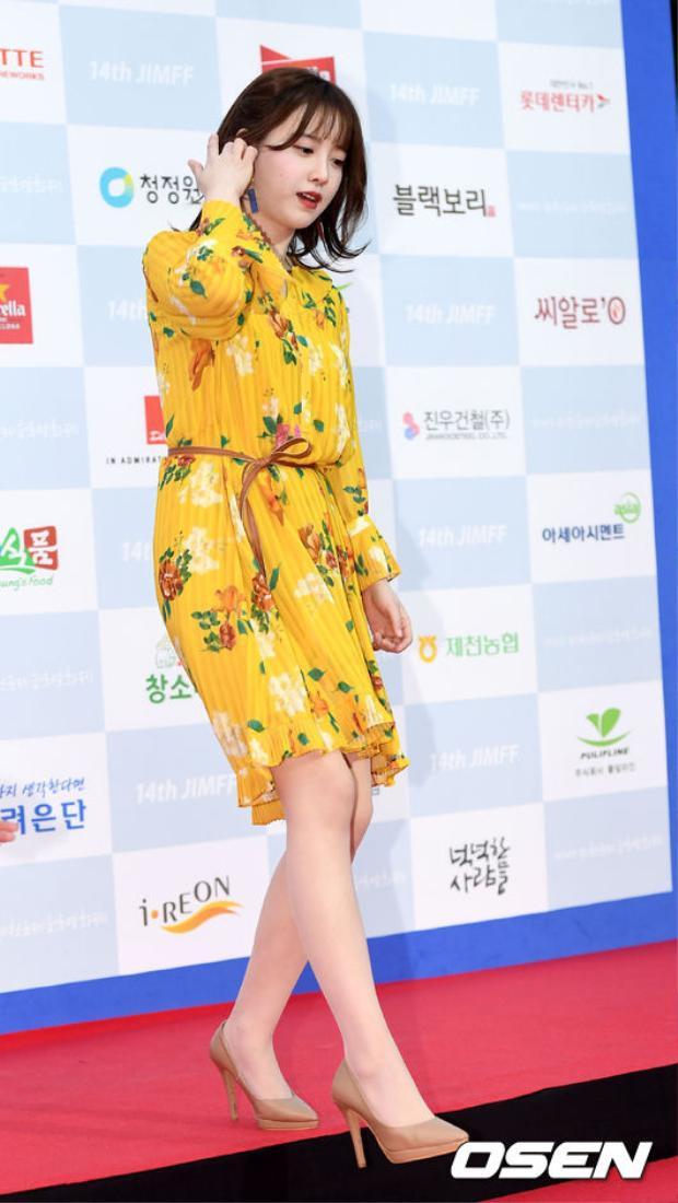 Thảm đỏ LHP Jecheon 2018: Yuri và Kang Ji Young mém đụng hàng  Nàng cỏ Goo Hye Sun giản dị đè bẹp loạt sao nữ hạng B