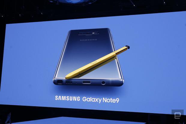 Hình ảnh Samsung Galaxy Note9 chính thức xuất hiện trên sân khấu Barclays Center, New York, Mỹ.