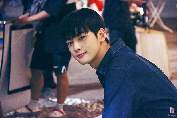 Cha Eun Woo (ASTRO) đẹp bất chấp tại hậu trường  Rapper Tiger JK là cameo trong 'My ID is Gangnam Beauty'