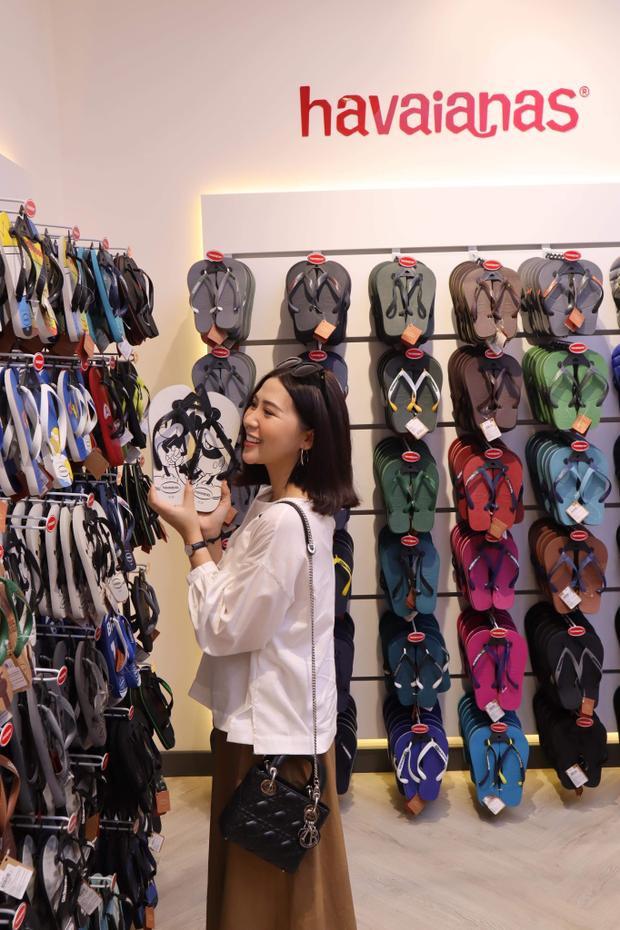 Vốn là một beauty blogger, nên Heo Mi Nhon vẫn duy trì được vóc dáng chuẩn không cần chỉnh. Không chỉ vậy, cô nàng còn sở hữu gu thời trang biến hóa, linh hoạt và đón đầu xu hướng.