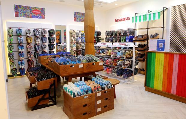 Havaianas vừa chính thức khai trương cửa hàng thứ 7 tại trung tâm thương mại sầm uất Vincom Mega Mall Royal City Hà Nội, với không gian cửa hàng mới mẻ, mang màu sắc vui tươi đúng với tinh thần hội hè của thương hiệu.