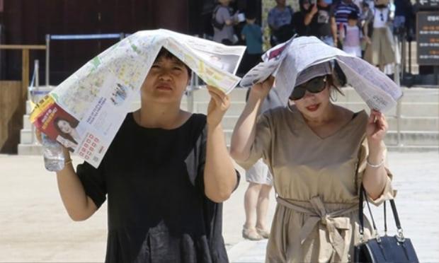 Hơn 3.400 người Hàn Quốc đã phải điều trị các vấn đề về sức khỏe liên quan đến nắng nóng. Ảnh: AP