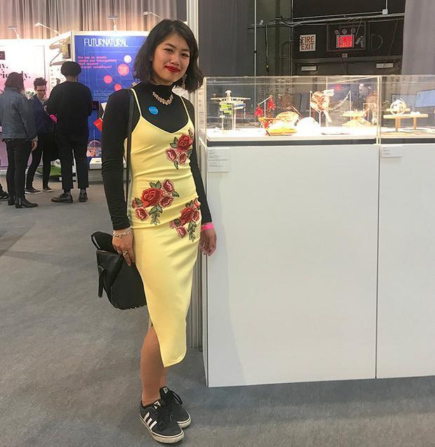 Ada Chen tại buổi triển lãm sản phẩm tốt nghiệp của mình