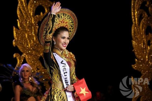 Mới đây, cô bất ngờ tham dự cuộc thi Hoa hậu quý tộc thế giới diễn ra tại Myanmar và mang về 4 giải thưởng quan trọng trong cuộc thi.