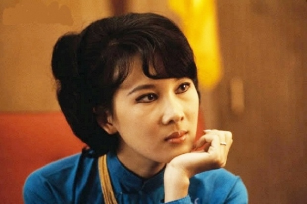 """Ít ai biết rằng, mẹ của MC Nguyễn Cao Kỳ Duyên - bà Đặng Tuyết Mai từng là một trong 4 nữ tiếp viên hàng không đầu tiên của Việt Nam có nhan sắc """"nghiêng nước nghiêng thành"""" khiến nhiều người ngưỡng mộ."""