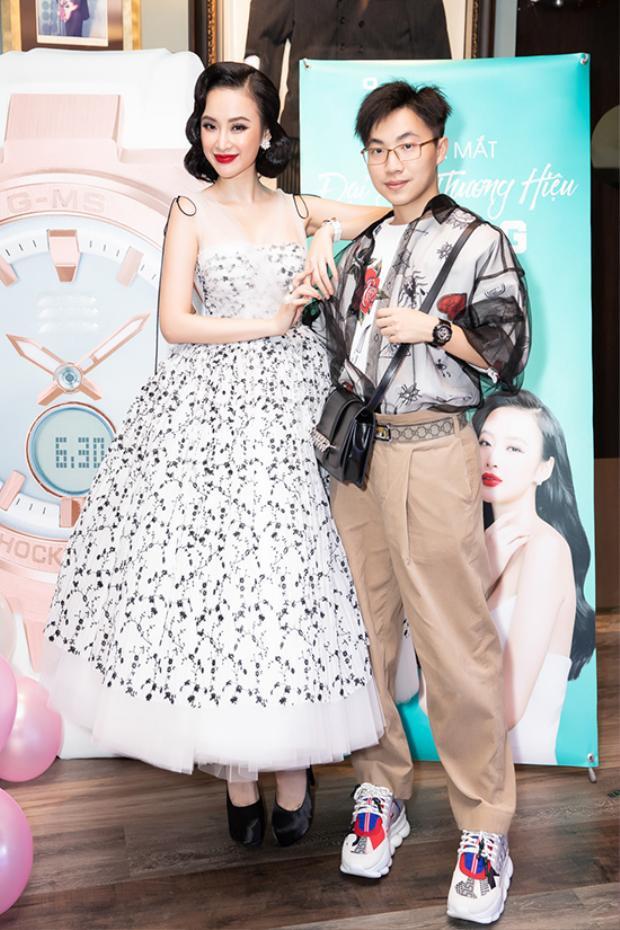 """Váy xòe công chúa mang hơi hướng thời trang 1960 được 'Nữ hoàng thảm đỏ' phối cùng giày cao gót """"khủng"""" để tạo sự cân đối."""