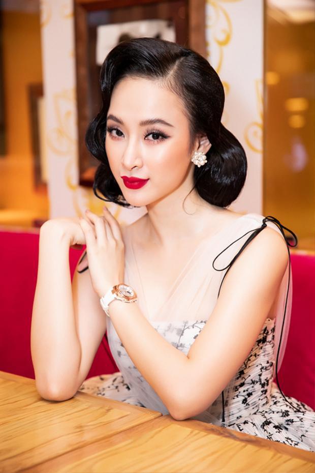 Chiều 10/8, Angela Phương Trinh góp mặt trong buổi giới thiệu gương mặt đại sứ thương hiệu cho một nhãn hiệu đồng hồ nổi tiếng thế giới.