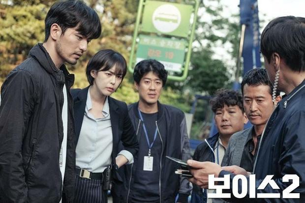 Kim Ki Nam cùng các đồng nghiệp và hai diễn viên chính Lee Jin Wook và Lee Ha Na.