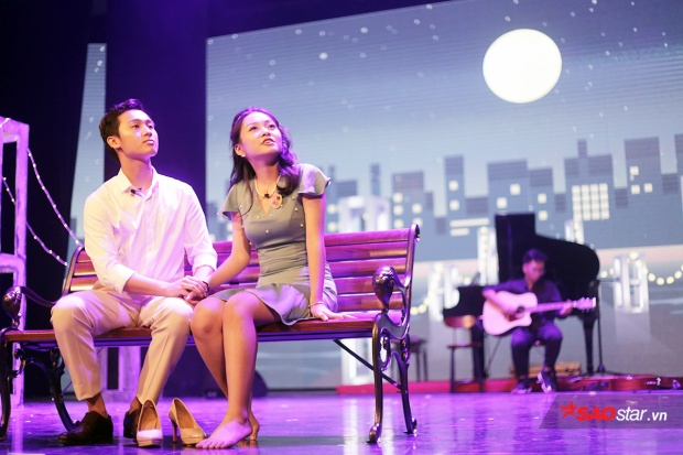 Hai nhân vật chính: Con trai thị trưởng - Robert và thiếu nữ Cindy hẹn hò lãng mạn trong đêm trăng