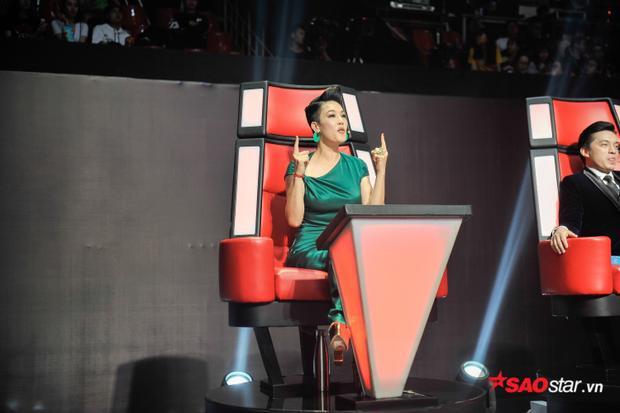 Nhóm 1  Liveshow 1: HLV Thu Phương liên tục đánh đố thí sinh, Tóc Tiên phô diễn hết nấc tài năng của học trò