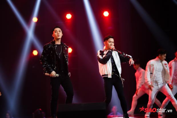 Bộ đôi team Noo Phước Thịnh Đức Tâm - Hoàng Dương trẻ trung trên sân khấu.