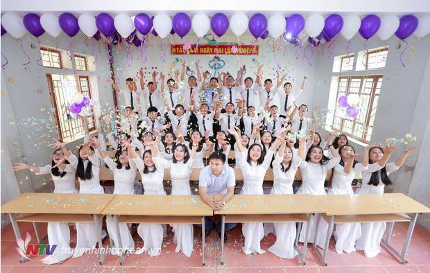Tập thể lớp 12A1, trường THPT Đô Lương III. Lớp có 41 em thì có 40 em đậu nguyện vọng 1, trong đó có 3 em xét tuyển học bạ và 1 em đậu đại học nguyện vọng 2. Ảnh: Báo Nghệ An.