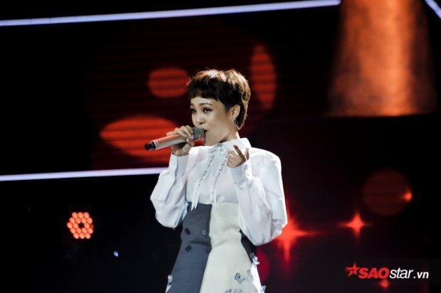 Từ Giấu mặt đến Liveshow 1: Cứ nghe Thái Bình hát là Tóc Tiên rơi nước mắt!