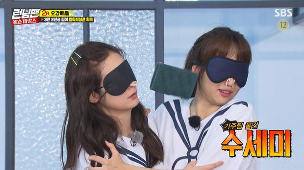 """Ki Joo và So Min cũng có khoảnh khắc """"tình như cái bình""""."""