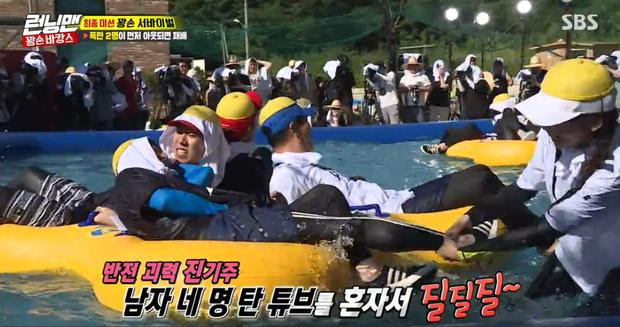 Running Man tập 413: Nữ thần mùa hè Jennie là khắc tinh của Kim Jong Kook
