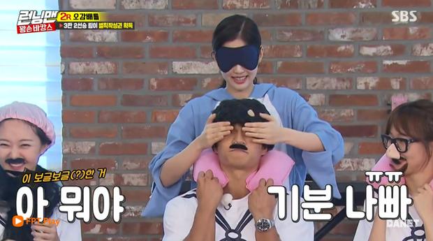 Sờ mó kỹ lưỡng anh chàng Jong Kook.