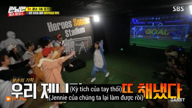 Jennie lại hạ gục Jong Kook ở vòng đấu tiếp theo.