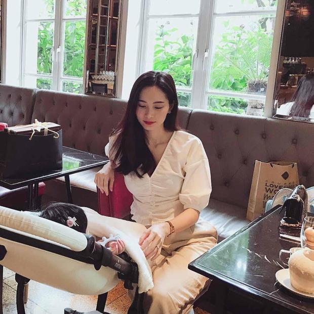 Hoa hậu Đặng Thu Thảo ngọt ngào bên con gái khiến fan tan chảy
