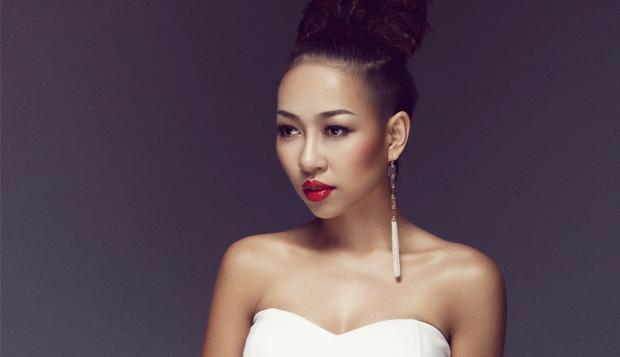 Riêng Thảo Trang dù đang bận rộn với những dự án âm nhạc nhưng khi hay tin cựu danh thủ nước Anh đến Việt Nam, người đẹp cũng lập tức nhận lời tham dự.