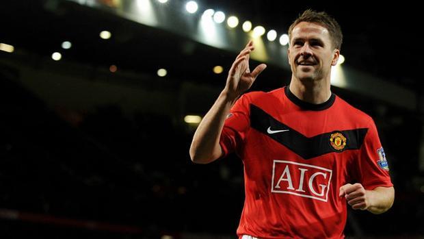 """Michael Owen trở nên nổi tiếng cả trong và ngoài nước trong giai đoạn 1996-2004. """"Sát thủ"""" của Liverpool 2 lần liên tiếp giành danh hiệu Vua phá lưới ở Premier League, được tôn vinh với phần thưởng Quả bóng vàng châu Âu năm 2001."""