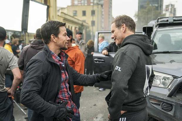 Mark Wahlberg và đạo diễn Peter Berg