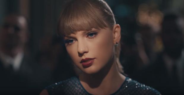Taylor Swift sụt sùi nhớ lại ngày này năm trước…