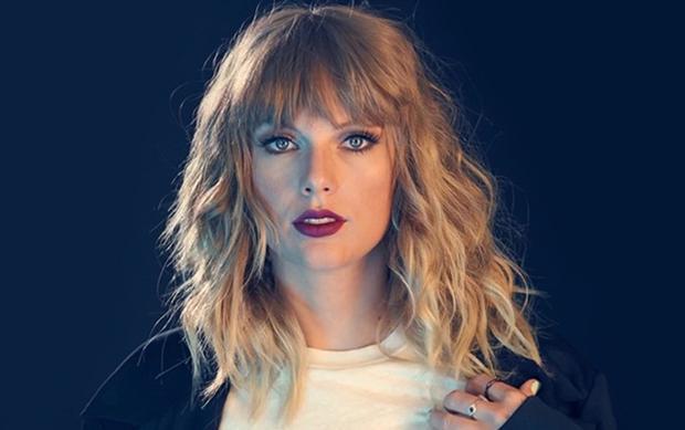 Dù đã thắng kiện nhưng Taylor vẫn không kìm được nước mắt khi nhớ lại khoảng thời gian khó khăn đó.
