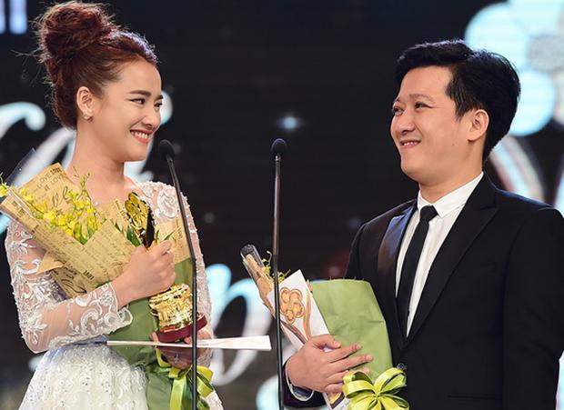 Trường Giang nói lời yêu với Nhã Phương ngay trên sóng truyền hình.