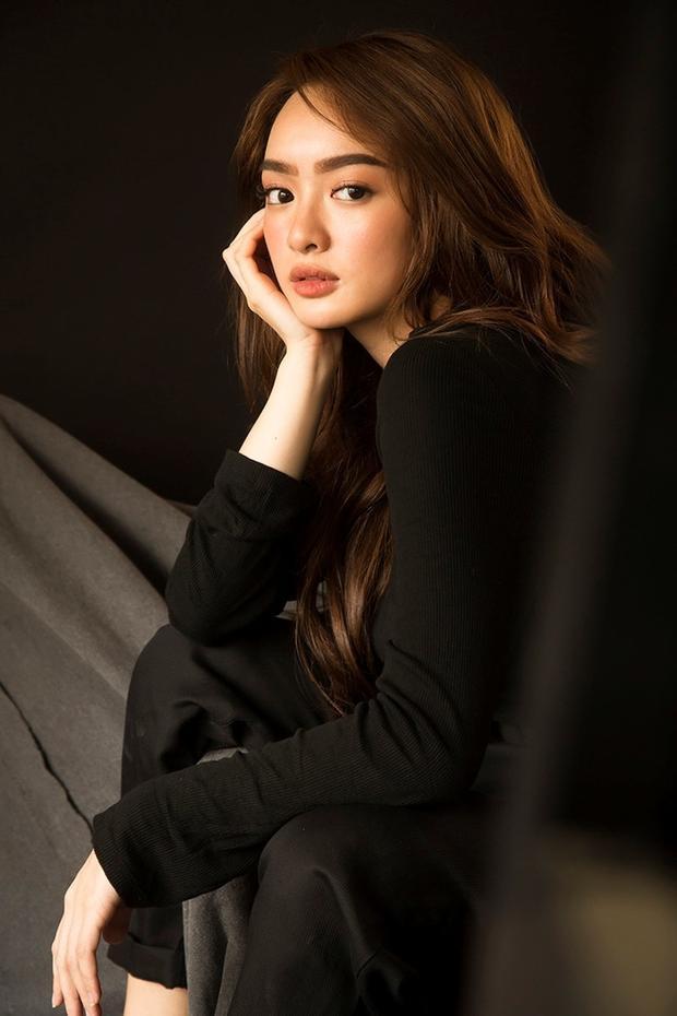 Trước đây là một beauty blogger nên cô nàng cũng rất giỏi trong việc makeup và làm đẹp cho bản thân.