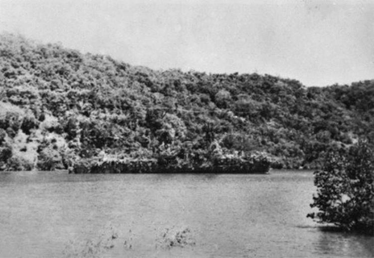 Biến tàu chiến thành đảo để trốn kẻ thù