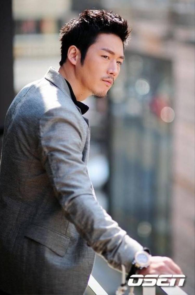 3 mỹ nam Hàn vẫn nổi như cồn dù dính scandal