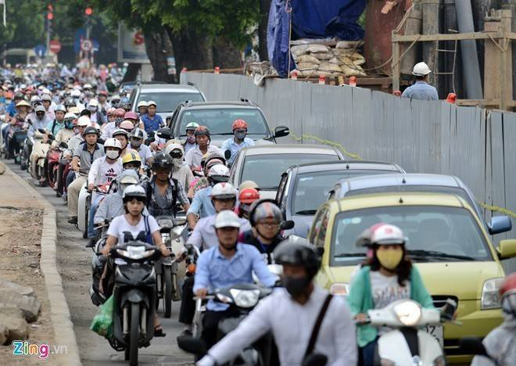 Kiến nghị Chính phủ tạm dừng thu phí xe máy