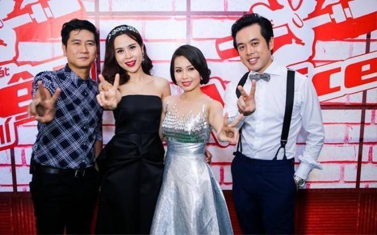 Cẩm Ly ngượng ngùng khi nhạc sĩ Dương Khắc Linh ôm eo
