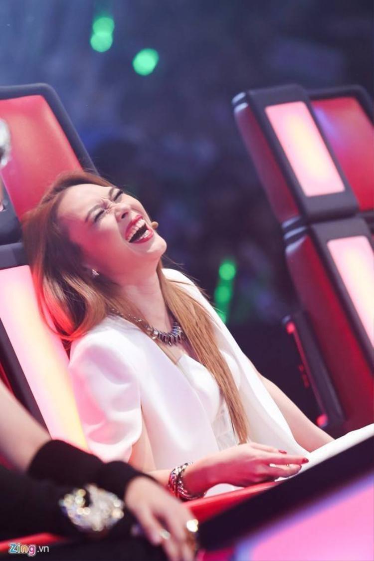Mỹ Tâm cười ngặt nghẽo khi trò cưng hát hit Sơn Tùng