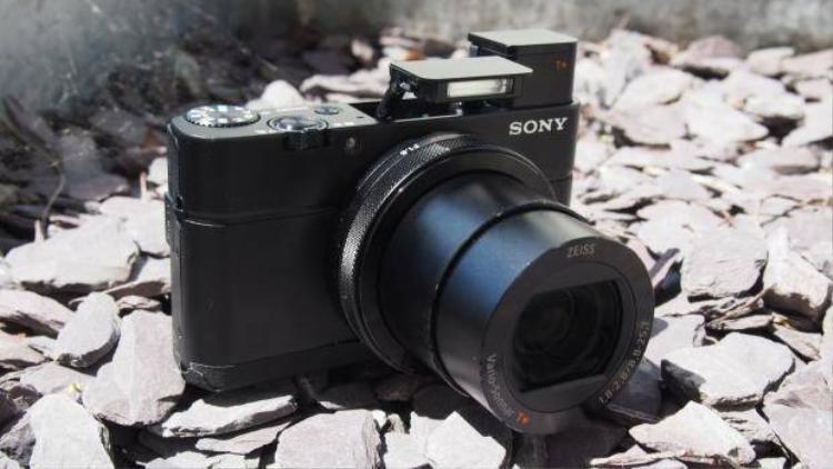 Máy ảnh compact Sony RX100 IV giá 23 triệu tại Việt Nam
