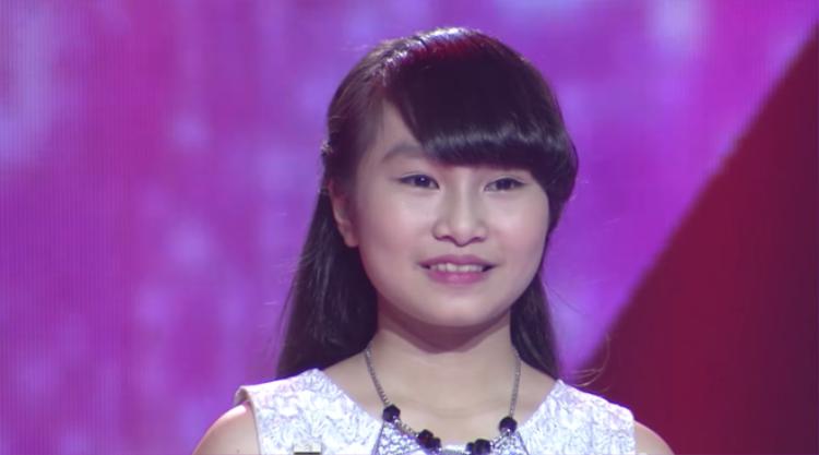 Cặp Giang  Hồ đập đầu xuống ghế vì thua Dương Khắc Linh