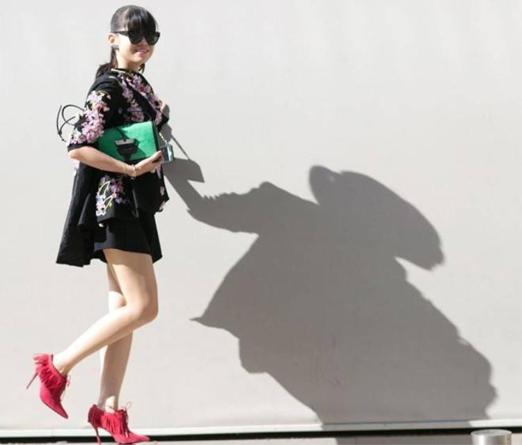Tín đồ thời trang Paris khẳng định đẳng cấp street style