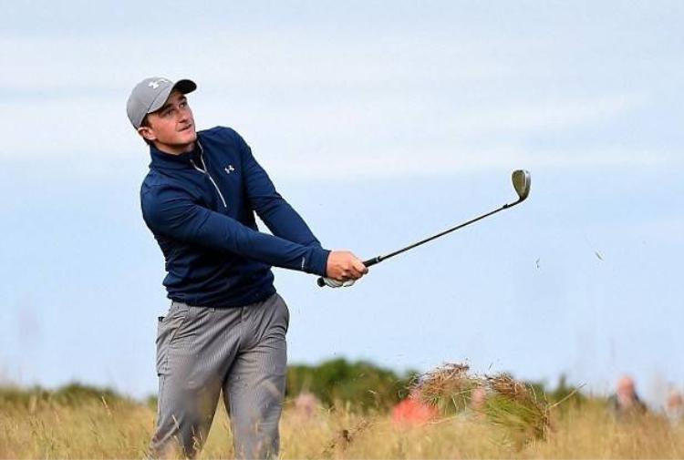 Golf thủ nghiệp dư bất ngờ vươn lên dẫn đầu The Open