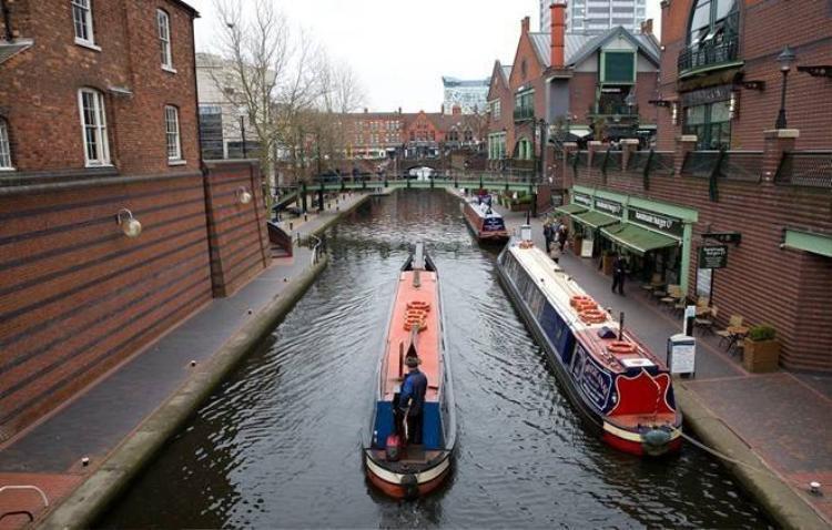 Trào lưu sống trên kênh để giảm chi phí thuê nhà ở Anh