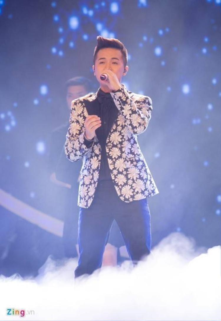 Thầy giáo điển trai Minh Quân dừng chân ở top 3 Idol