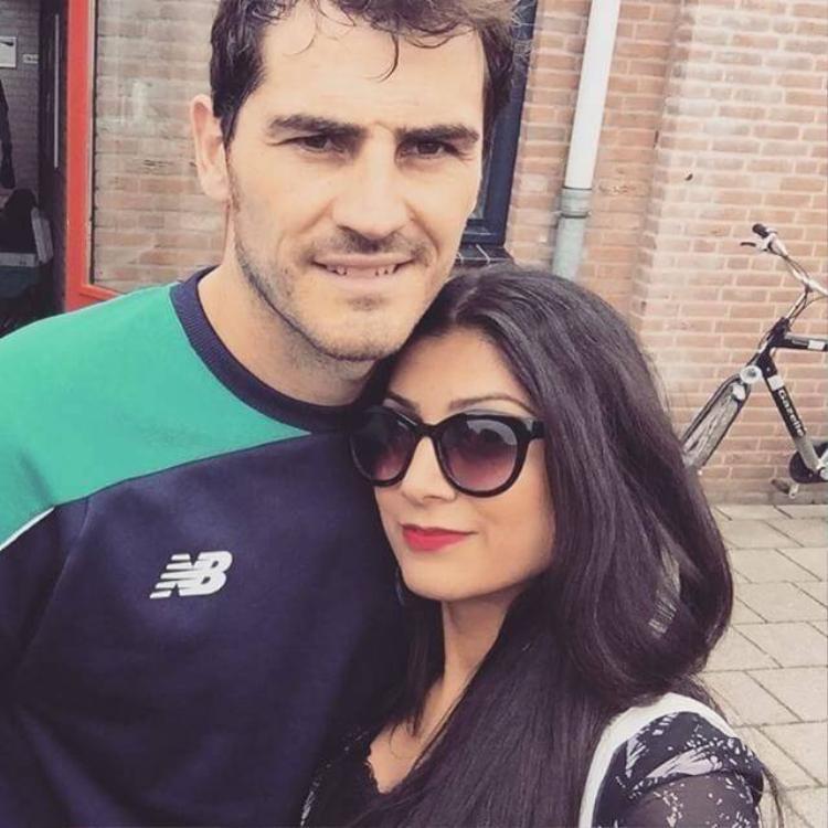 Theo chân sao: Dani Alves đưa bồ mới du hý tại Formentera