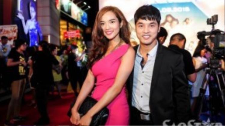 """Ngoài cặp đôi trên, đông đảo nghệ sĩ cũng đến dự buổi ra mắt bộ phim """"49 ngày"""". Trong ảnh, vợ chồng Ưng Hoàng Phúc - Kim Cương """"tươi rói"""" đi sự kiện."""