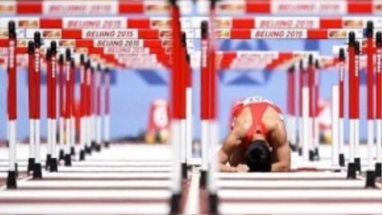 Honglin Zhang lặng lẽ trên đường đua khi bỏ lỡ cơ hội chiến thắng.