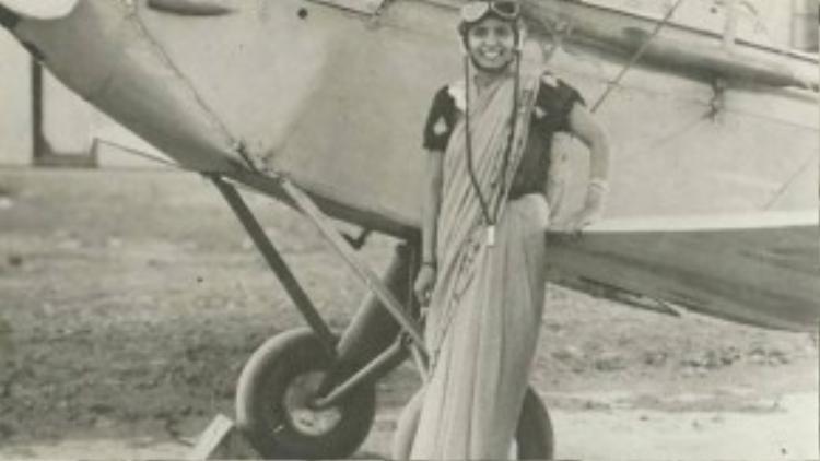 Sarla Thakral, người phụ nữ Ấn Độ đầu tiên nhận được bằng phi công ở tuổi 21 vào năm 1936.