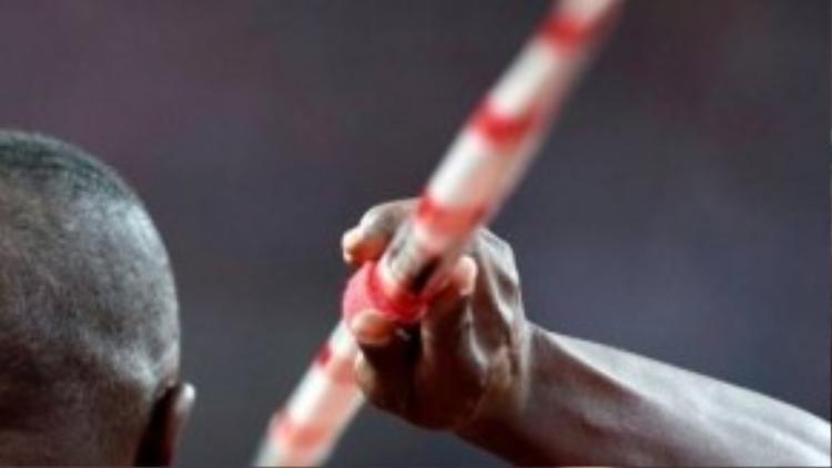 Vận động viên Julius Yego sẵn sàng cho phần thi phóng lao của mình.